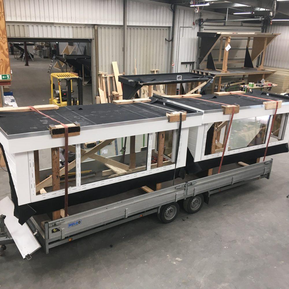 Twee dakkapellen klaar voor vervoer